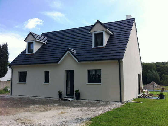 maison traditionnelle toit ardoise villas club. Black Bedroom Furniture Sets. Home Design Ideas